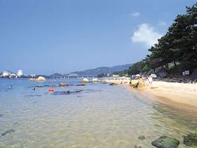 白砂が美しい美浜町最北の海水浴場