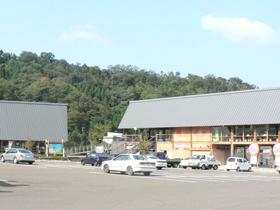 三方五湖湖畔で地元特産品、農産物を販売