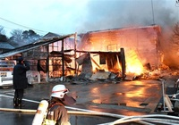 小屋と住宅2棟全焼 あわら ほか3棟も焼く けが人なし
