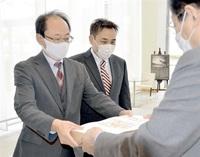 賞状やメダルを県中体連に寄贈 福井新聞社