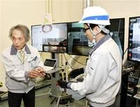 放射性廃棄物 くず飛散防ぐ新切断法 密閉容器にレーザー照射 原子力機構など 廃炉で実用化目指す
