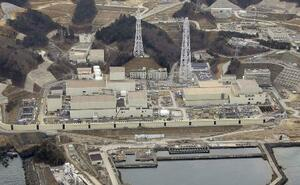 宮城県の東北電力女川原発。左手前が2号機=2月