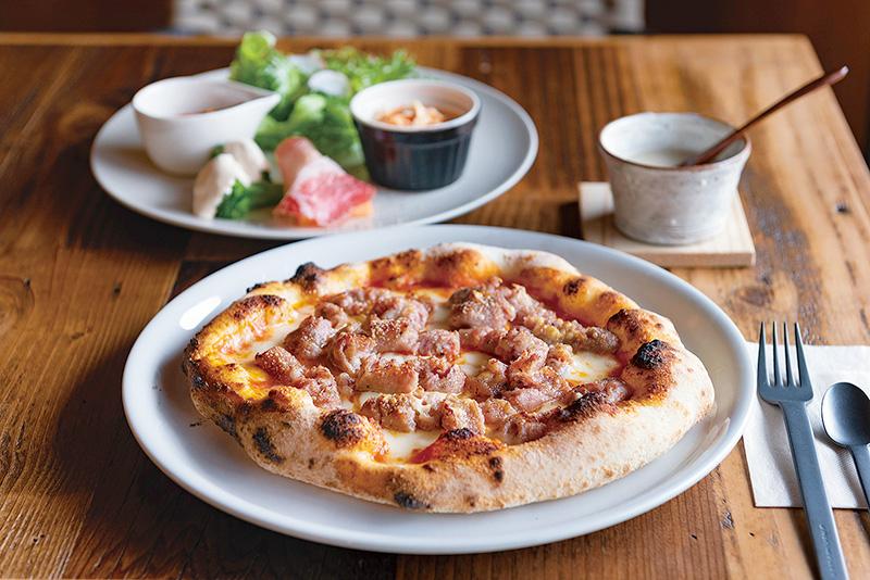 石窯でパリッとモチモチ 里山のほっこりピザレストラン