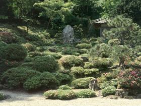 広大な枯山水の庭園は若狭地方随一
