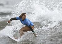 サーフィンで歴史塗り替えた18歳