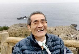 昨年、福井県坂井市の東尋坊を訪れた際の辻真一さん。現在は寝たきりの状態だが、「ALSと共に生きる」と話している