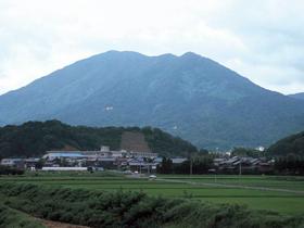 敦賀市の最高峰。初心者向けで新緑、紅葉も美しい
