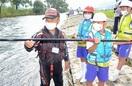 児童友釣り挑戦アユの魅力体感 永平寺町・九頭竜川
