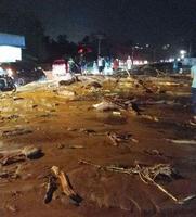 インドネシアで16日発生した鉄砲水の被災地域=インドネシア・ジャヤプラ近郊(同国の国家災害対策庁提供・共同)