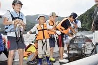 タコ漁体験観光で密漁客頼みやめる