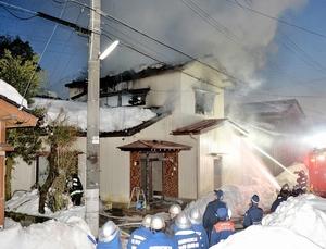 坂井市で住宅半焼、1人死亡