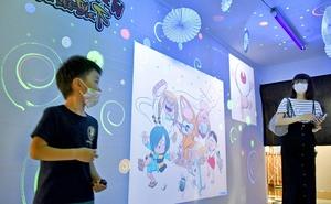 妖怪と一緒に不思議な現象を体感できる企画展=7月25日、福井県坂井市の県児童科学館