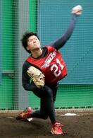 楽天1位の早川が初の投球練習