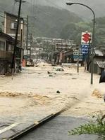 肱川が氾濫し、大規模な浸水被害が発生した愛媛県西予市野村町地区=7月7日(住民提供)