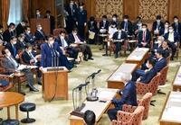 首相がマスク着け答弁、参院委