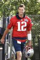 衰え知らずのブレイディ NFL、42歳QBが抱…
