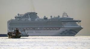 横浜・大黒ふ頭沖に停泊するクルーズ船「ダイヤモンド・プリンセス」=2月5日午前6時46分