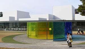 改修工事のため休館する金沢21世紀美術館=12月11日、石川県金沢市