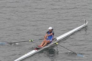 女子シングルスカルで優勝した新田明美=熊本県菊池市斑蛇口湖ボート場