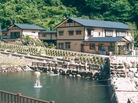 池田町志津原高原の最奥。新鮮な川魚が自慢の宿