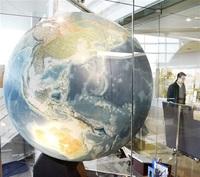 若泉敬氏の大地球儀(1988年) 世界平和後世に託す 福井モノ語り