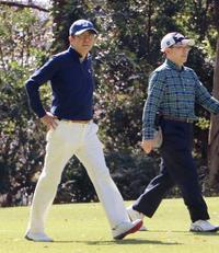 首相、2カ月ぶりゴルフ