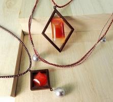 若狭めのうや若狭パール、組子細工などの伝統工芸を組み合わせて作ったネックレス