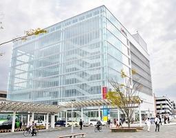 4月で開業10周年を迎えたアオッサ。年間来館者200万人を昨年度初めて達成した=15日、福井市手寄1丁目