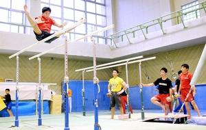 少年男子の中心となる鯖江高の選手ら=鯖江市立待体育館