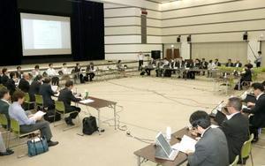 東京・霞が関で開かれた中央社会保険医療協議会=15日午前