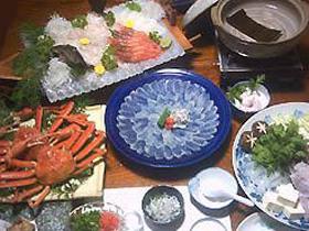 海水浴場の目の前。蛸壺漁体験もでき、釣り宿にも最適