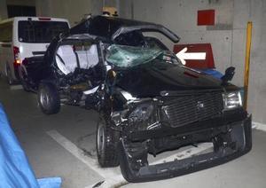 津市の国道23号で乗用車と衝突したタクシー=昨年12月30日、津署