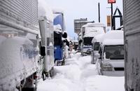 大雪予想で国道、高速予防通行止め