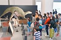 4連休開始、恐竜博物館に大勢の人