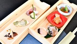 サワラを使った和洋2種の手まりずしなど試食会で出された料理