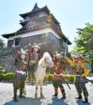 丸岡城に騎馬武者