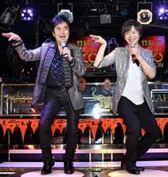 「恋町ダンス」を踊る水木一郎(左)と竹島宏=東京都内