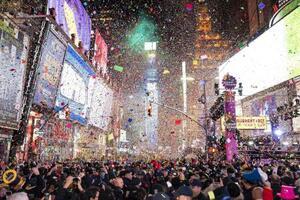 新年を迎えるカウントダウンが行われた米ニューヨークのタイムズスクエア=1月(AP=共同)