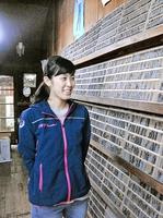「小値賀には郷土を愛する熱さがある」と語る横山さん。実家の活版印刷所を継ごうとUターンした=長崎県小値賀町