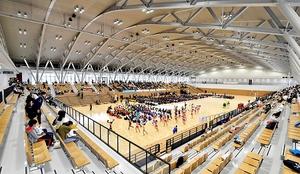 旧体育館の約2倍の広さがあるメインアリーナ=8日、福井県営体育館