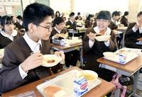 【敦賀と縁 ポーランド親しんで】給食に海外料理の味 東京五輪・パラのホストタウン登録 市内幼小中 児童ら「おいしい」