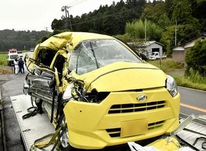 正面衝突、軽乗用車の3人死傷