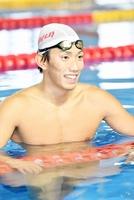 福井国体の競泳成年男子100メートル背泳ぎで優勝を目指す西村駿弥=福井県営水泳場屋内プール