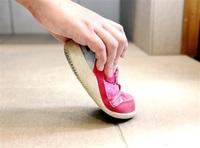 子どもの足知って靴選び 「よちよち」「ぺたぺた」 歩き方に合わせて 理学療法士・岩本さんに学ぶ はぐカフェ