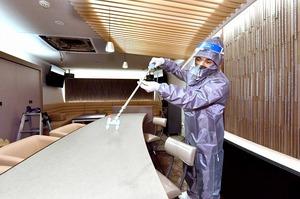 ラウンジが営業再開へ消毒、除菌
