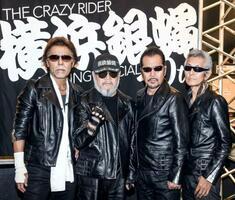 ポーズを決める「横浜銀蠅40th」の(左から)TAKU、嵐、翔、Johnny=川崎市