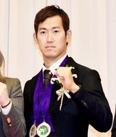 優秀選手賞と国際賞に輝いた脇本雄太=2月14日、東京都港区のプリンスパークタワー東京