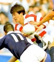 1989年5月のスコットランド戦で1トライを奪うなど活躍した朽木英次さん。日本代表が世界の強豪を初めて破る歴史的勝利となった=秩父宮ラグビー場(日本ラグビーフットボール協会提供「日本ラグビー デジタルミュージアム」掲載資料)