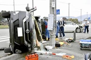 同乗していた乳児が重体となった事故現場=11月27日午後1時ごろ、福井県大野市南新在家