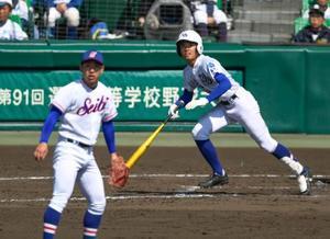 筑陽学園―福知山成美 7回裏筑陽学園2死二塁、野田が中越えに勝ち越しの二塁打を放つ。投手小橋=甲子園